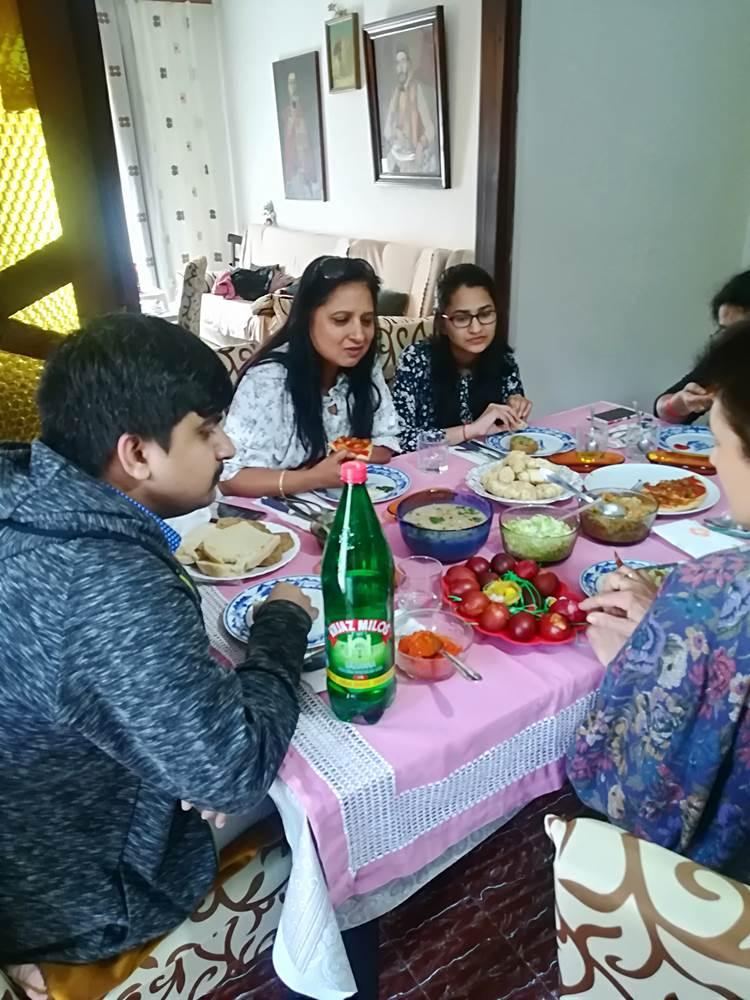 Druženje s djevojkom u Delhiju